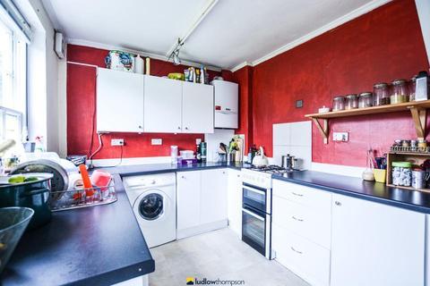 3 bedroom semi-detached house to rent - Alwyn Gardens, London W3