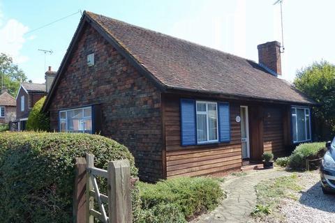 2 bedroom detached bungalow for sale - Bethersden, Kent