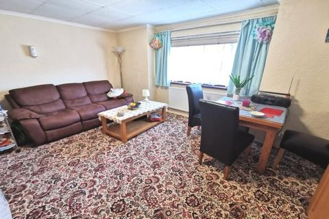 1 bedroom flat to rent - Brunel Court, Central