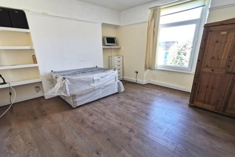 4 bedroom house share to rent - Glanmor Road, Uplands