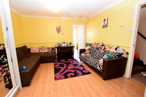 3 bedroom house to rent - Covelees Wall, Beckton, London
