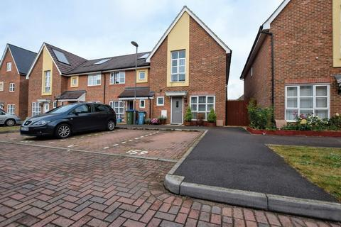 3 bedroom end of terrace house for sale - Fuggle Drive, Aylesbury