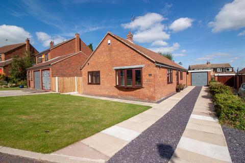 3 bedroom bungalow for sale - Croft Farm Close, Everton