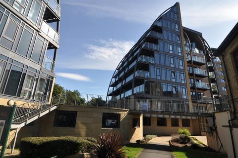 2 bedroom flat for sale - Salts Mill Road, Shipley