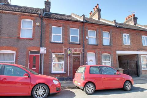 3 bedroom terraced house for sale - Close To Train Station