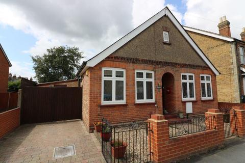 3 bedroom bungalow for sale - Glebe Road, Egham, TW20