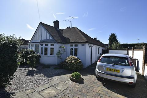 2 bedroom semi-detached bungalow for sale - Clifton Avenue, Hanworth Park, Middlesex, TW13