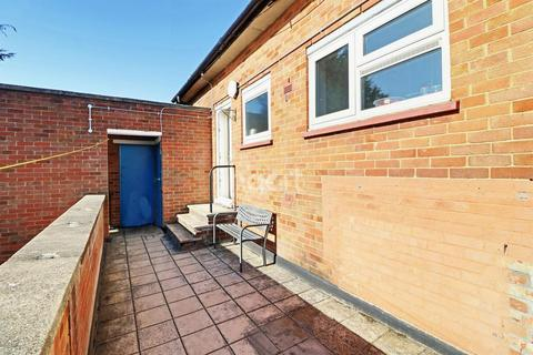 2 bedroom flat for sale - Stopsley