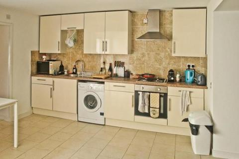 5 bedroom terraced house to rent - Moira Street, Adamsdown, Cardiff