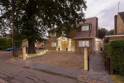 6 bedroom detached house to rent - Hatch Lane,  Windsor,  SL4