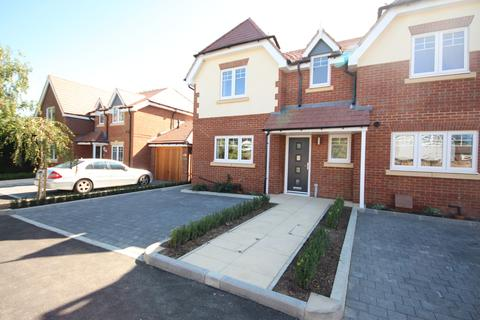 3 bedroom semi-detached house for sale - Woodlands Park Road, Maidenhead
