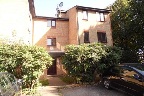 1 bedroom ground floor flat for sale - Wigston Close, Edmonton N18