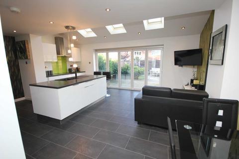 3 bedroom semi-detached house for sale - Lapwing Close, Stalybridge