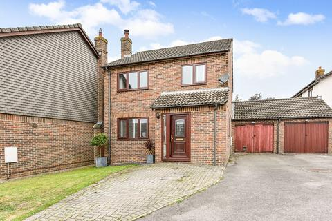 3 bedroom detached house for sale - Hengest Close, Charlton, Andover