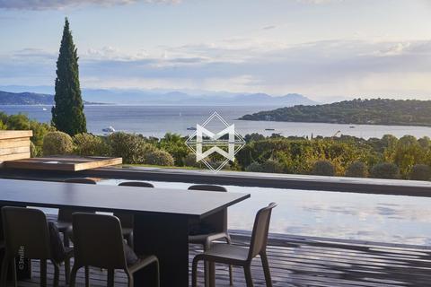 6 bedroom villa - Saint-Tropez, 83990, France