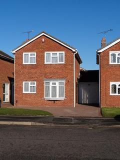 3 bedroom detached house to rent - Norman Avenue