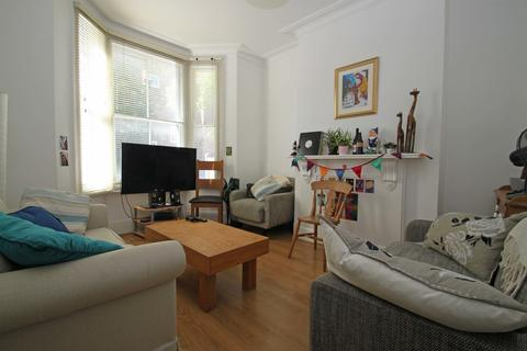 4 bedroom end of terrace house to rent - Isabella Road, Hackney