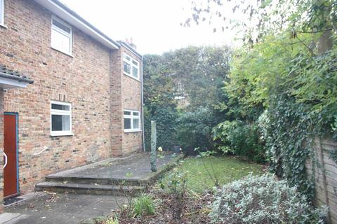 2 bedroom maisonette to rent - Field End Road, Eastcote
