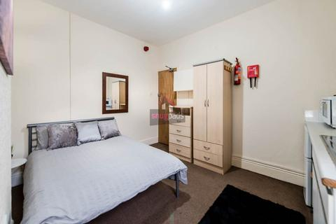 Studio to rent - Gildabrook Road, Salford, Manchester