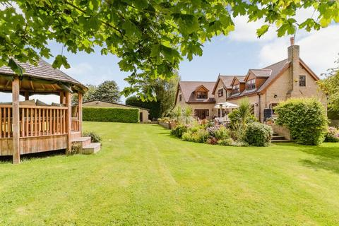 4 bedroom detached house - Orchard House, Morthen Lane