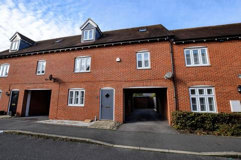 4 bedroom terraced house for sale - Petronel Road, Aylesbury