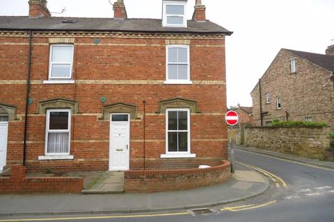 3 bedroom townhouse to rent - Princess Road, Malton
