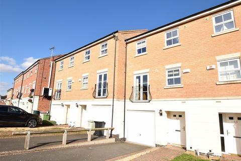 3 bedroom townhouse for sale - Graffham Drive, Oakham