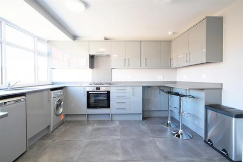 House share to rent - Waltham Drive, Edgware