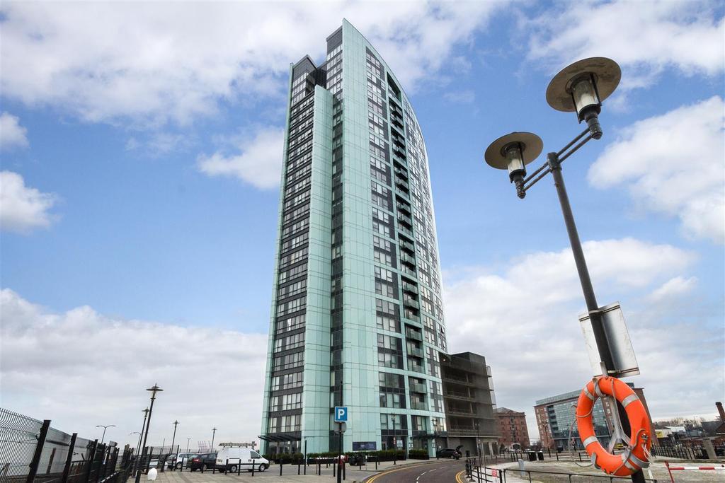 Alexandra tower 2.jpg