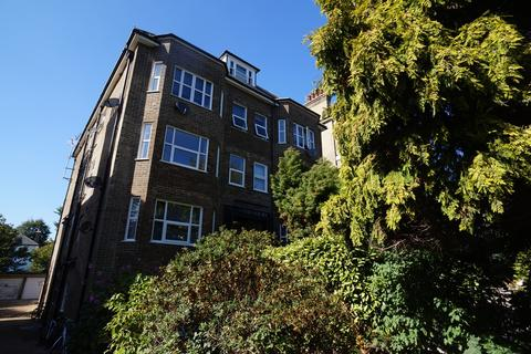 Studio to rent - Bramber Court, Eaton Gardens, Hove BN3