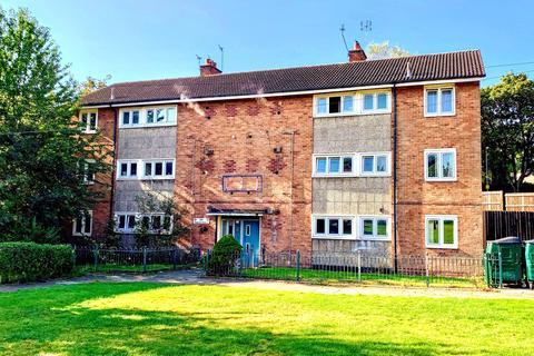 3 bedroom flat to rent - Capern Grove, Quinton, Birmingham B32