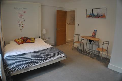 Studio to rent - Forset Court Edgware Road W2 2RD
