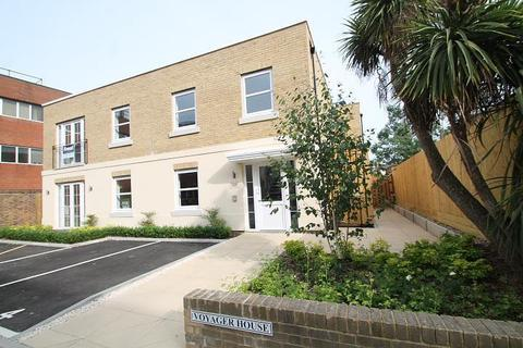 2 bedroom flat for sale - Voyager House, London Road, Staines-Upon-Thames, TW18