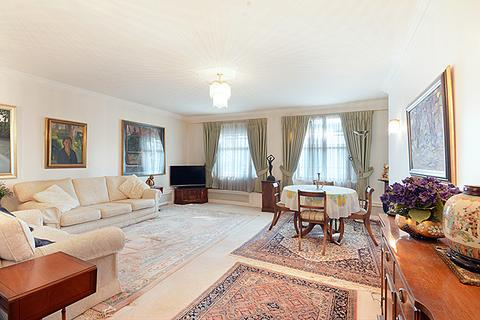 3 bedroom apartment for sale - Queen Anne Street, Marylebone Village, London W1