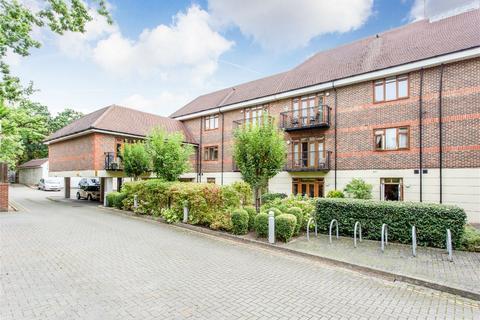 2 bedroom flat for sale - Newlands Court, 74 Uxbridge Road, Harrow Weald, Middlesex