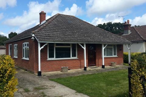 2 bedroom detached bungalow to rent - Totton, Southampton