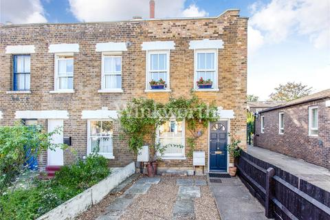 2 bedroom end of terrace house for sale - Summerhill Road, Seven Sisters, London, N15