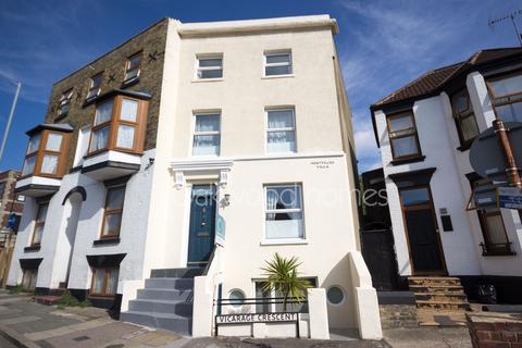 4 bedroom end of terrace house for sale - Vicarage Crescent, Margate