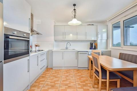 3 bedroom flat for sale - Selman House, Hedgers Grove, London E9