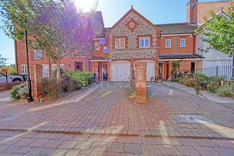 3 bedroom terraced house to rent - Barley Way, Marlow