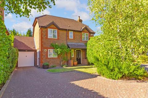 4 bedroom detached house for sale - Greenside Park, Luton