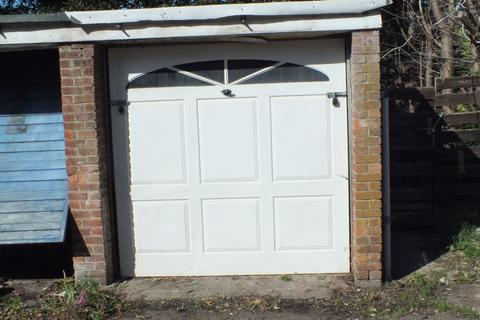 Garage to rent - Colebrook Close, Leicester