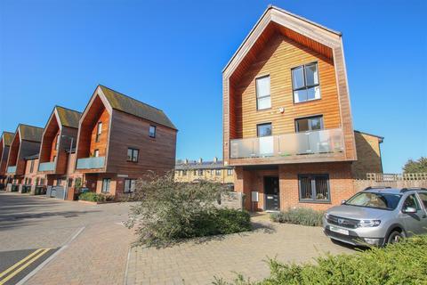 3 bedroom detached house for sale - Brooks Mews, Aylesbury