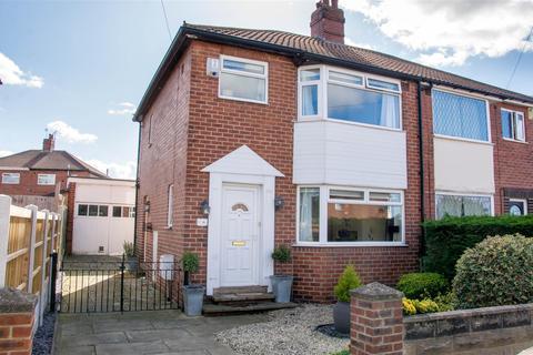 3 bedroom semi-detached house for sale - Fernbank Gardens Bramley