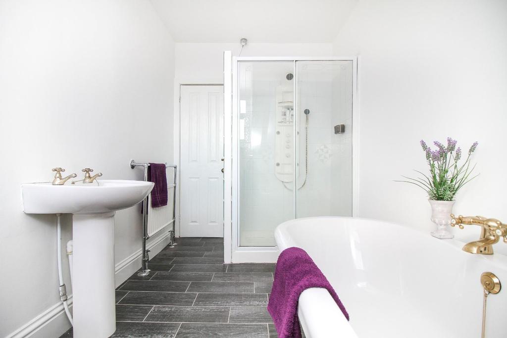 , bathroom 2.jpg