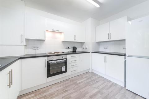 3 bedroom maisonette to rent - Fern Street, London