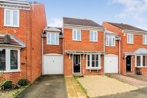 3 bedroom terraced house to rent - Lark Vale, Aylesbury