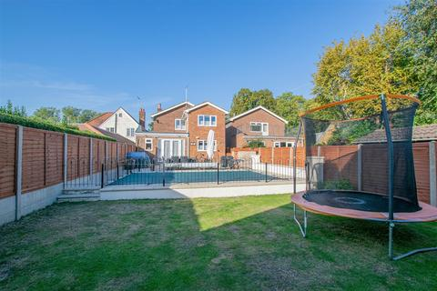 4 bedroom detached house for sale - Dobbs Weir Road, Hoddesdon