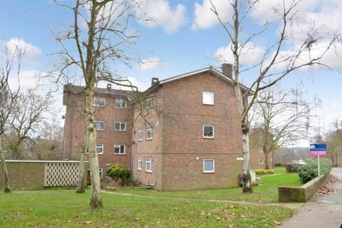 2 bedroom flat to rent - Highams Hill, Gossops Green, RH11