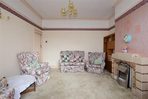 3 bedroom semi-detached house for sale - Grenfell Avenue, Hornchurch, Essex